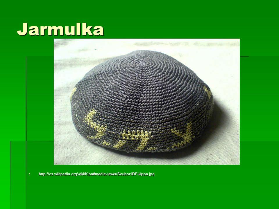 Jarmulka  http://cs.wikipedia.org/wiki/Kipa#mediaviewer/Soubor:IDF-kippa.jpg