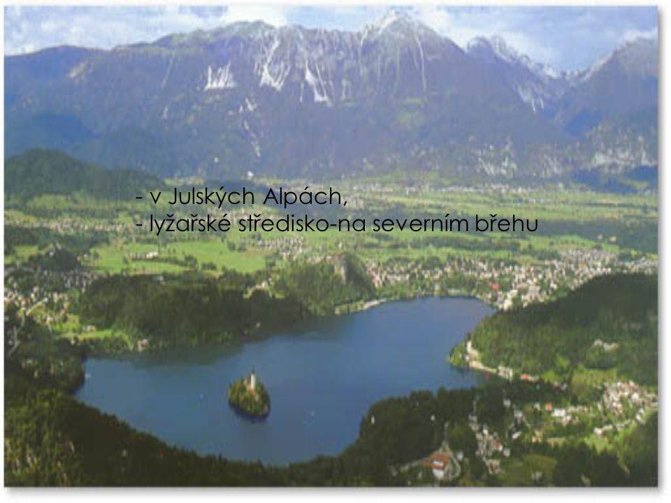 Ledovcové jezero Bled - vévodí mu barokní zámek na vrcholu vápencové skály