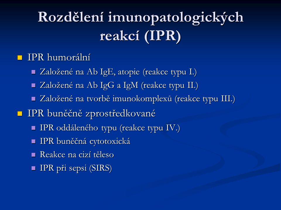 IPR založené na tvorbě imunokomplexů (reakce typu III.) IPR založené na tvorbě imunokomplexů (reakce typu III.) Částečně podobné atopiím, jsou však způsobeny Ab IgG Částečně podobné atopiím, jsou však způsobeny Ab IgG Ab + Ag = imunokomplexy, liší se množstvím, strukturou, velikostí: Ab + Ag = imunokomplexy, liší se množstvím, strukturou, velikostí: Menší – lze fagocytovat – vazba na Fc fagocytů Menší – lze fagocytovat – vazba na Fc fagocytů Větší – ukládání do tkání- aktivace komplementu – poškozující zánět + přilákané NEU Větší – ukládání do tkání- aktivace komplementu – poškozující zánět + přilákané NEU Pokud ve tkáních přetrvává větší množství nefagocytovatelných IK….zánět chronický Pokud ve tkáních přetrvává větší množství nefagocytovatelných IK….zánět chronický