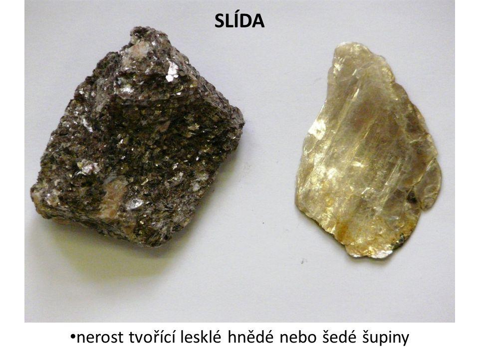 SLÍDA nerost tvořící lesklé hnědé nebo šedé šupiny