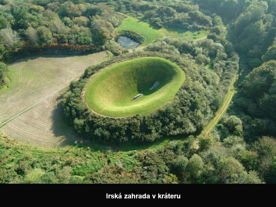 Irská zahrada v kráteru