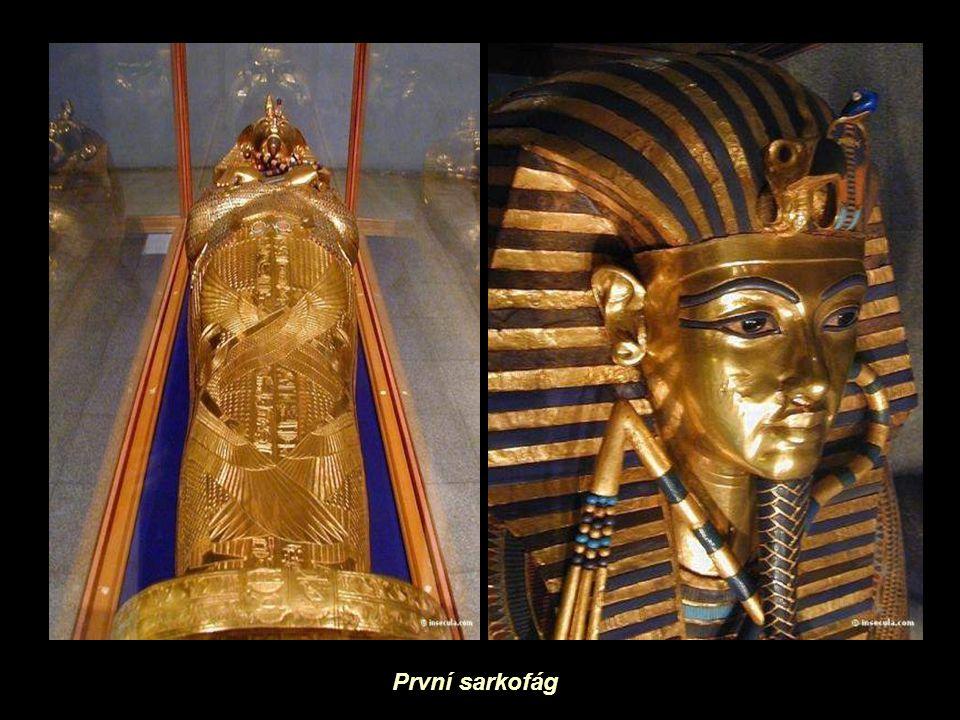 První sarkofág
