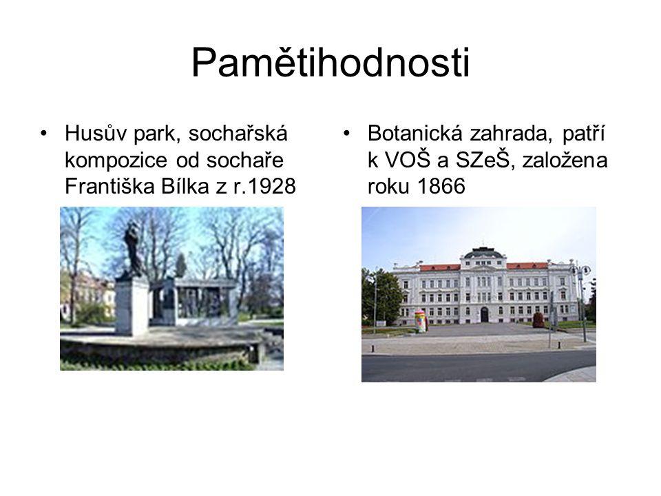 Pamětihodnosti Husův park, sochařská kompozice od sochaře Františka Bílka z r.1928 Botanická zahrada, patří k VOŠ a SZeŠ, založena roku 1866