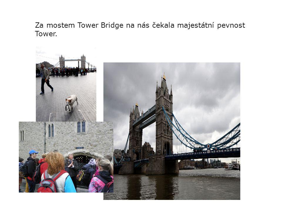 Za mostem Tower Bridge na nás čekala majestátní pevnost Tower.