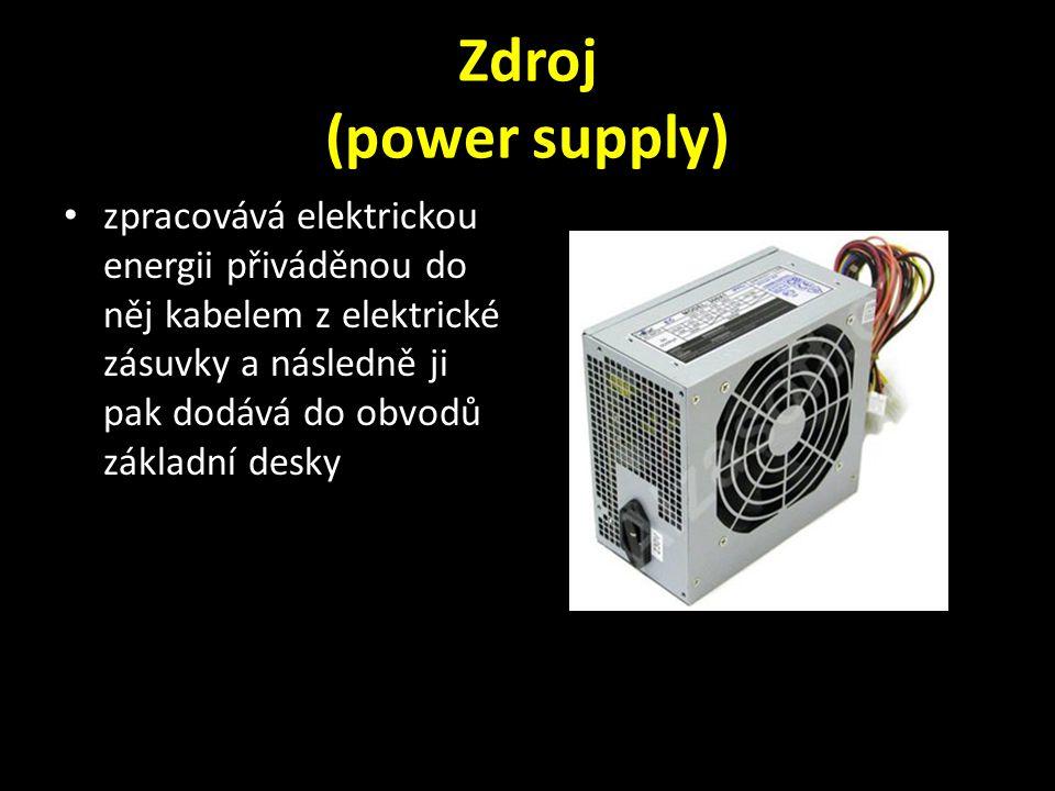 Zdroj (power supply) zpracovává elektrickou energii přiváděnou do něj kabelem z elektrické zásuvky a následně ji pak dodává do obvodů základní desky