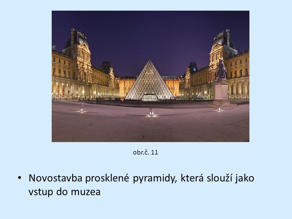 Novostavba prosklené pyramidy, která slouží jako vstup do muzea obr.č. 11
