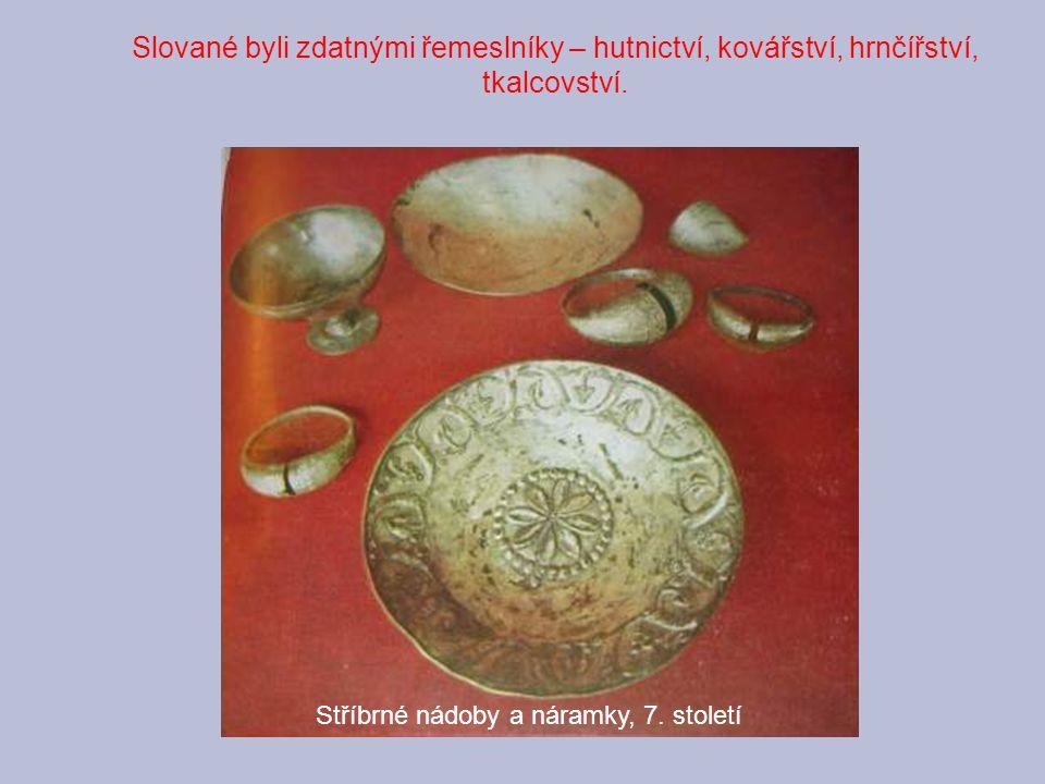 Slované byli zdatnými řemeslníky – hutnictví, kovářství, hrnčířství, tkalcovství. Stříbrné nádoby a náramky, 7. století