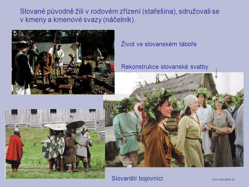 Slované původně žili v rodovém zřízení (stařešina), sdružovali se v kmeny a kmenové svazy (náčelník). Život ve slovanském táboře Rekonstrukce slovansk