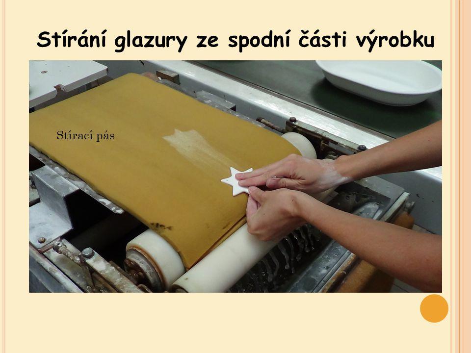 Stírání glazury ze spodní části výrobku Stírací pás