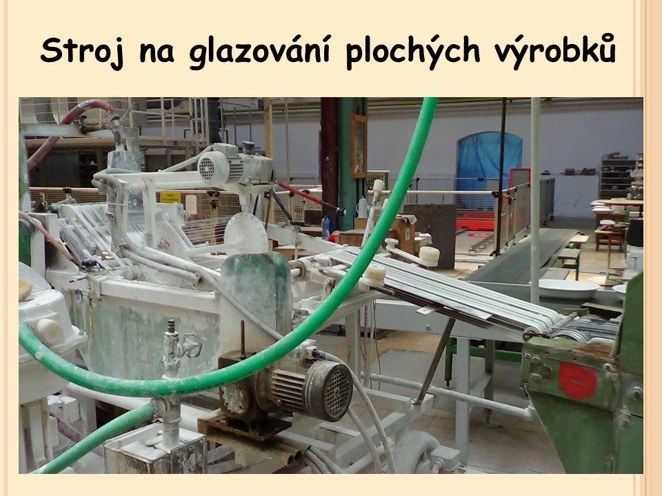 Odkládání výrobků na otočný stůl Zaschnutí glazury