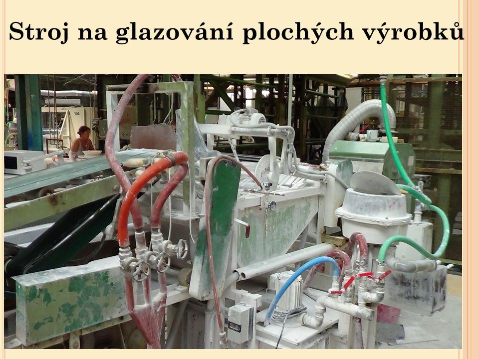 Glazovací vana s přítlačným bubnem, ve které probíhá glazování plochých výrobků Glazovací vana Buben se strunami Posuvné zařízení