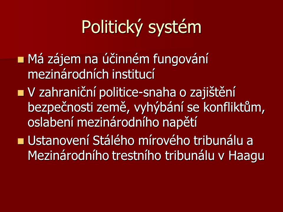 Politický systém Má zájem na účinném fungování mezinárodních institucí Má zájem na účinném fungování mezinárodních institucí V zahraniční politice-sna