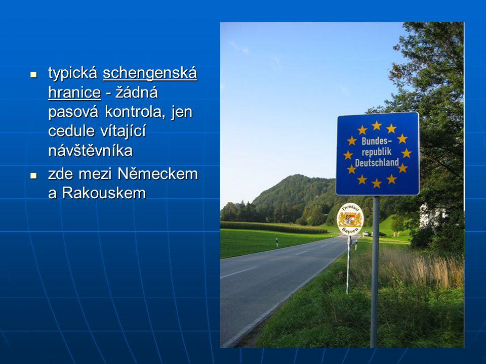 typická schengenská hranice - žádná pasová kontrola, jen cedule vítající návštěvníka typická schengenská hranice - žádná pasová kontrola, jen cedule v