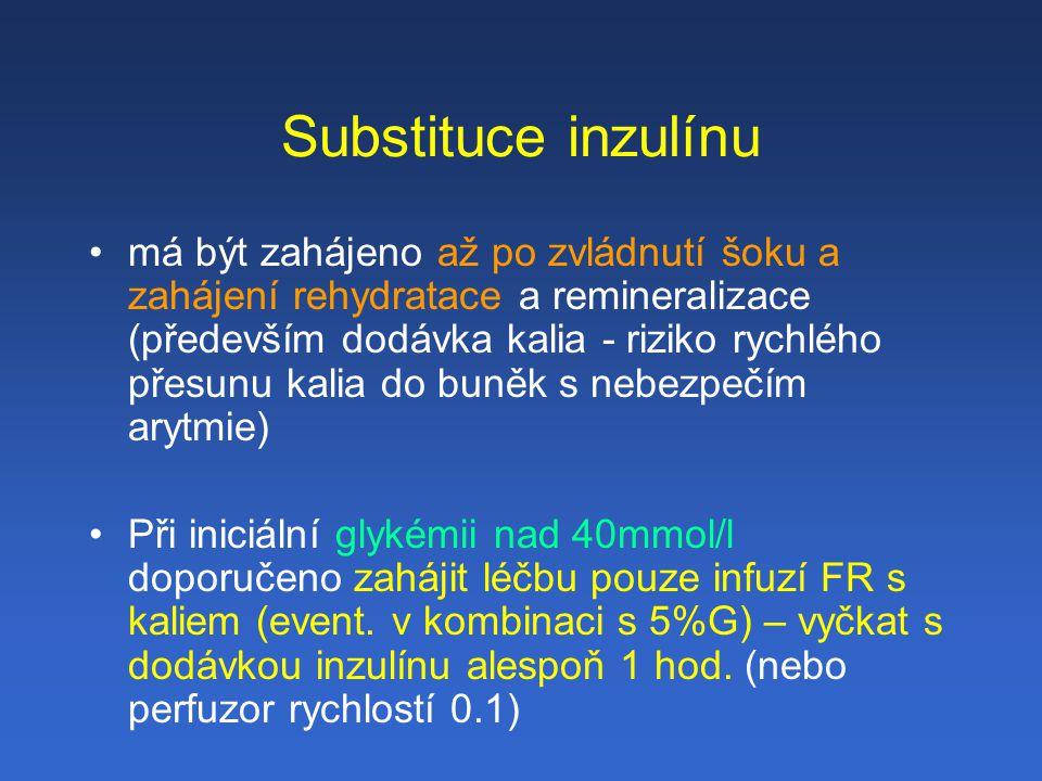 Substituce inzulínu má být zahájeno až po zvládnutí šoku a zahájení rehydratace a remineralizace (především dodávka kalia - riziko rychlého přesunu kalia do buněk s nebezpečím arytmie) Při iniciální glykémii nad 40mmol/l doporučeno zahájit léčbu pouze infuzí FR s kaliem (event.