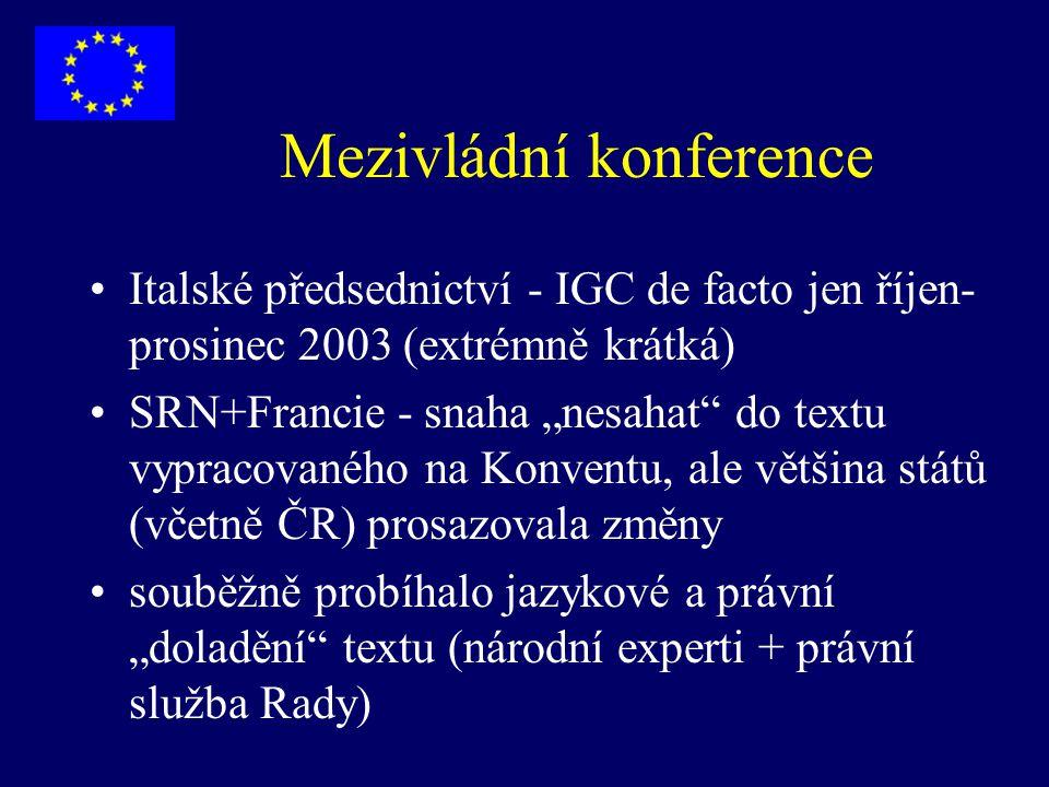 """Mezivládní konference Italské předsednictví - IGC de facto jen říjen- prosinec 2003 (extrémně krátká) SRN+Francie - snaha """"nesahat"""" do textu vypracova"""