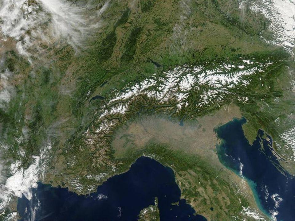Povrch západ: rovina s mírným vlněním západ: rovina s mírným vlněním pohoří: Pyreneje pohoří: Pyreneje Alpy - nejvyšší bod Mont Blanc Alpy - nejvyšší