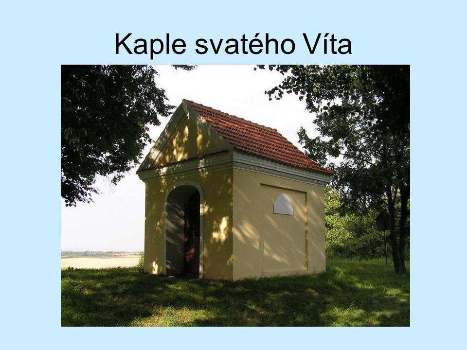 Nevelká kaplička se nachází na nejvyšším bodě návrší Stará Kouřim v místech zaniklého slovanského hradiště.
