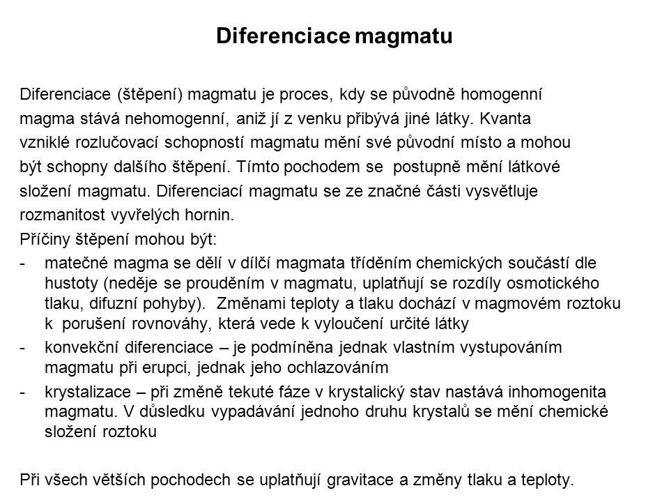 Diferenciace magmatu Diferenciace (štěpení) magmatu je proces, kdy se původně homogenní magma stává nehomogenní, aniž jí z venku přibývá jiné látky. K