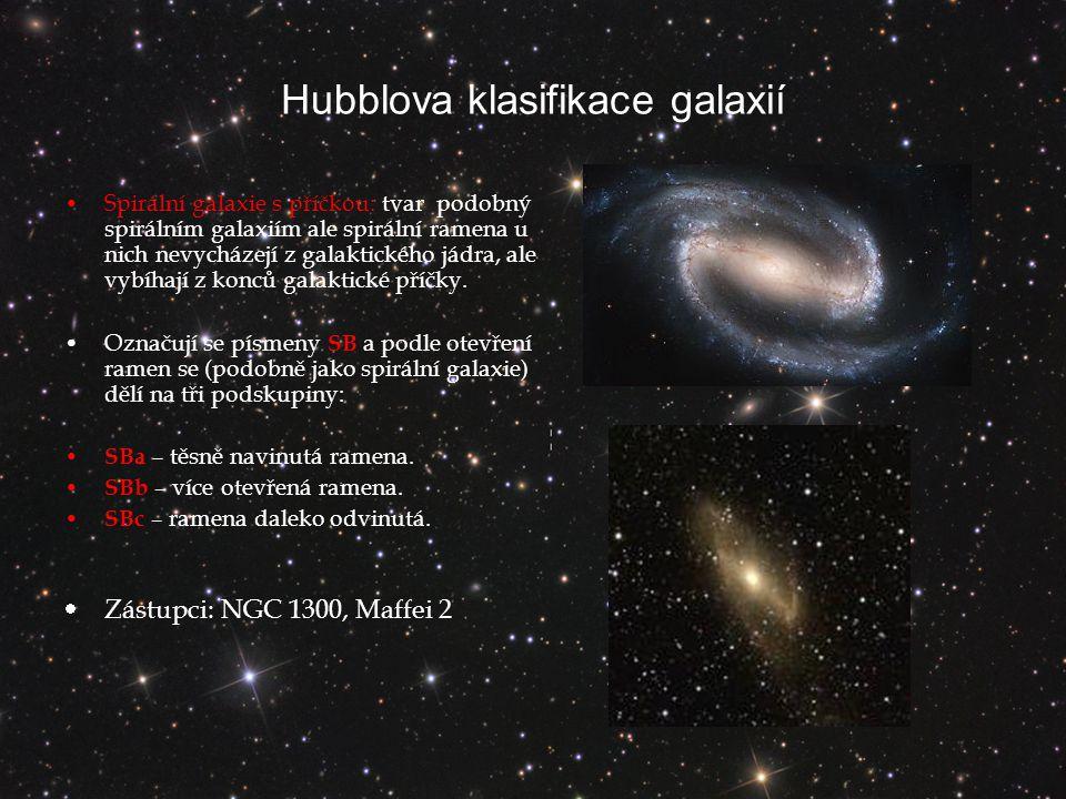 Hubblova klasifikace galaxií Spirální galaxie s příčkou: tvar podobný spirálním galaxiím ale spirální ramena u nich nevycházejí z galaktického jádra, ale vybíhají z konců galaktické příčky.