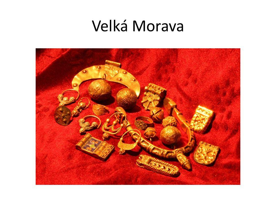 Svatopluk  za jeho vlády dosáhla Velká Morava největšího rozsahu podporoval šíření křesťanství do Čech (přemyslovský kníže Bořivoj) budovaly se paláce a kostely rozvíjela se řemesla a obchod