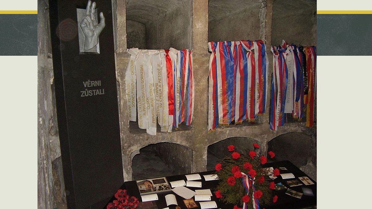 Odplata  Německo se nehodlalo smířit s úmrtím Reinharda Heydricha a proto jako odplatu zavraždili několik tisíc Čechů a vyhladili obce Lidice (10.6.1942) a Ležáky (24.6.1942); muže zastřelili, ženy a děti odvlekli do koncentračních táborů  Dodnes se vedou spory o nutnosti a podstatě atentátu - neadekvátní počet popravených za smrt jednoho muže