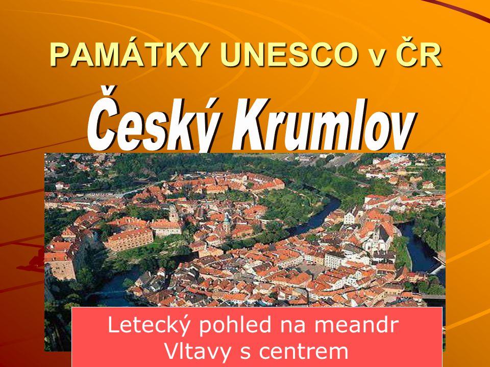 PAMÁTKY UNESCO v ČR Letecký pohled na meandr Vltavy s centrem