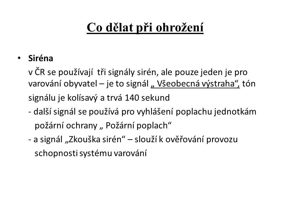 """Co dělat při ohrožení Siréna v ČR se používají tři signály sirén, ale pouze jeden je pro varování obyvatel – je to signál """" Všeobecná výstraha , tón signálu je kolísavý a trvá 140 sekund - další signál se používá pro vyhlášení poplachu jednotkám požární ochrany """" Požární poplach - a signál """"Zkouška sirén – slouží k ověřování provozu schopnosti systému varování"""