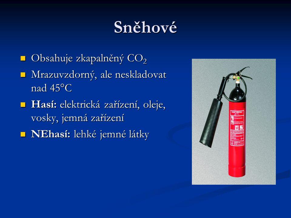 Sněhové Obsahuje zkapalněný CO 2 Obsahuje zkapalněný CO 2 Mrazuvzdorný, ale neskladovat nad 45°C Mrazuvzdorný, ale neskladovat nad 45°C Hasí: elektrická zařízení, oleje, vosky, jemná zařízení Hasí: elektrická zařízení, oleje, vosky, jemná zařízení NEhasí: lehké jemné látky NEhasí: lehké jemné látky