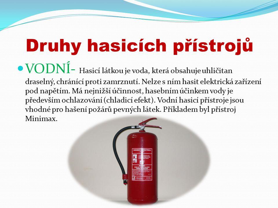 Druhy hasicích přístrojů VODNÍ- Hasicí látkou je voda, která obsahuje uhličitan draselný, chránící proti zamrznutí.