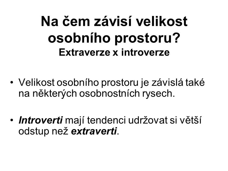 Na čem závisí velikost osobního prostoru? Extraverze x introverze Velikost osobního prostoru je závislá také na některých osobnostních rysech. Introve