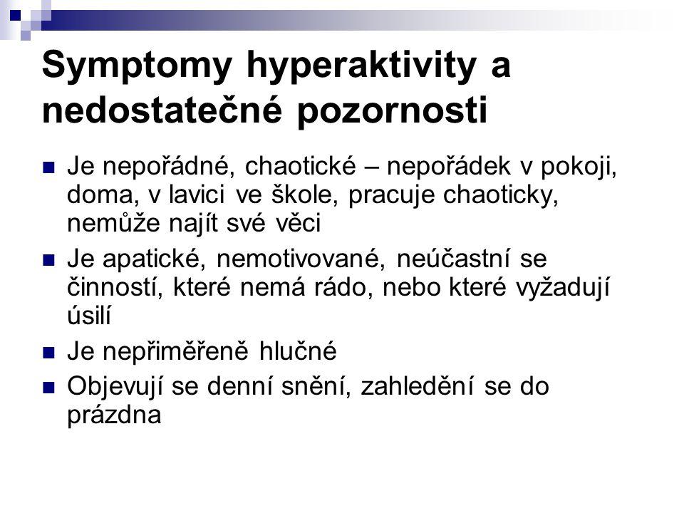 Symptomy hyperaktivity a nedostatečné pozornosti Je nepořádné, chaotické – nepořádek v pokoji, doma, v lavici ve škole, pracuje chaoticky, nemůže nají