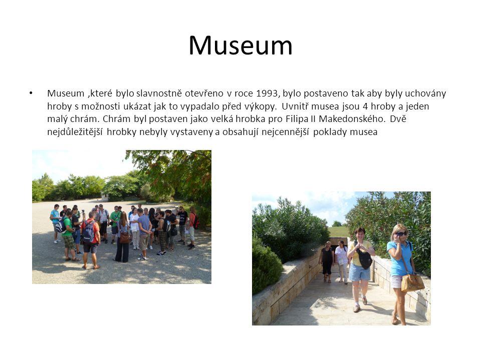 Museum Museum,které bylo slavnostně otevřeno v roce 1993, bylo postaveno tak aby byly uchovány hroby s možnosti ukázat jak to vypadalo před výkopy.
