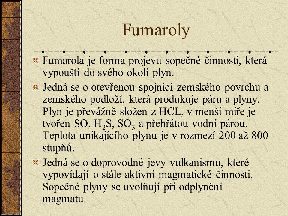 Fumaroly Fumarola je forma projevu sopečné činnosti, která vypouští do svého okolí plyn. Jedná se o otevřenou spojnici zemského povrchu a zemského pod