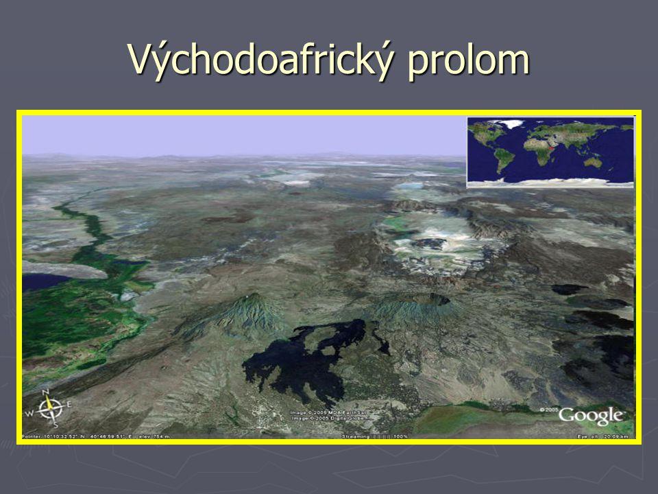 Povrch: Plošiny a pánve ► zaujímají největší část ► Čadská pánev (bezodtoká) ► Konžská pánev(vodu odvádí Kongo) Nížiny – při pobřeží, minimum Pohoří – jen při okrajích kontinentu