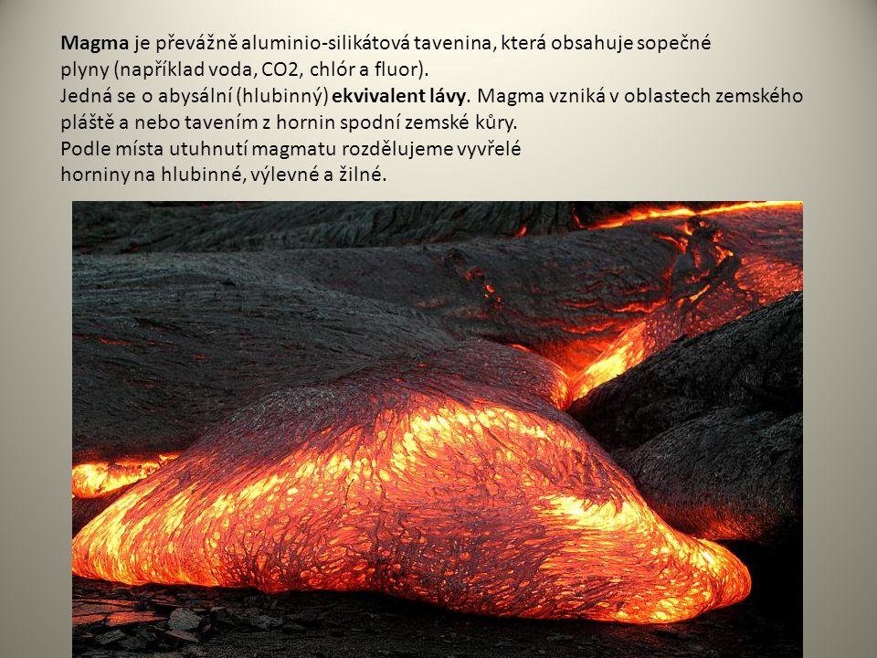 Magma je převážně aluminio-silikátová tavenina, která obsahuje sopečné plyny (například voda, CO2, chlór a fluor). Jedná se o abysální (hlubinný) ekvi