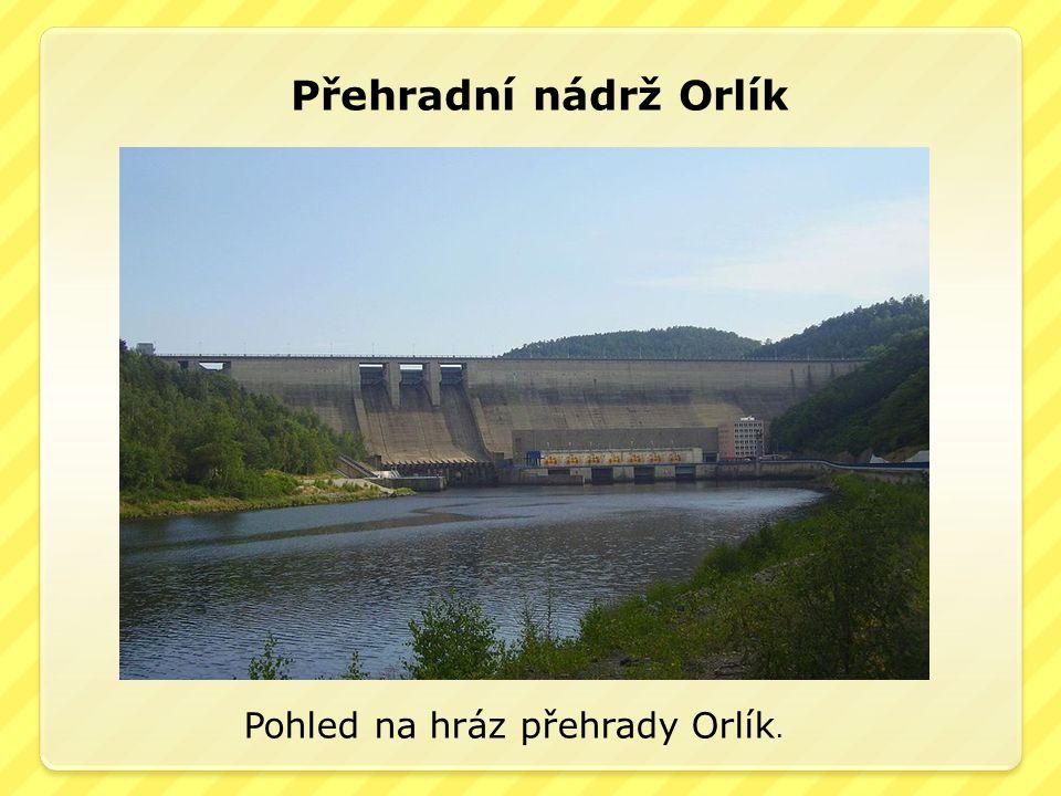 Přehradní nádrž Orlík Pohled na hráz přehrady Orlík.