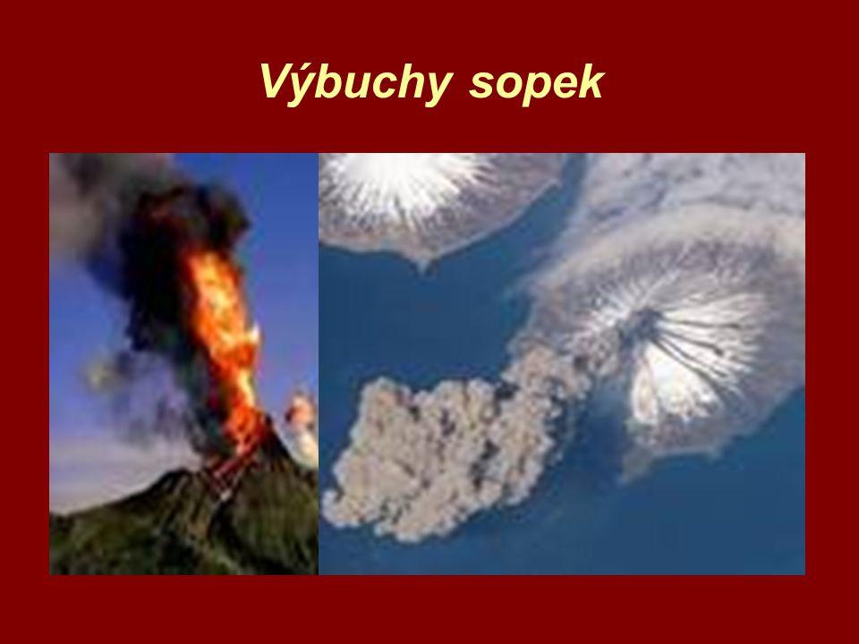 Gejzír a vzadu asi sopka