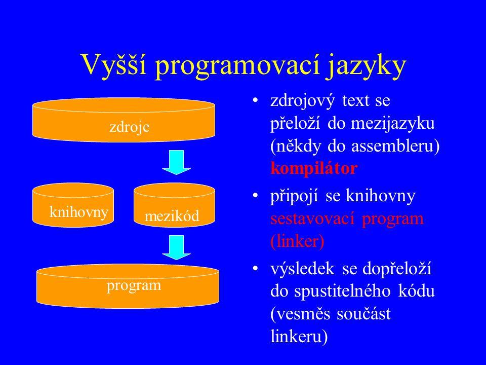Vyšší programovací jazyky zdrojový text se přeloží do mezijazyku (někdy do assembleru) kompilátor připojí se knihovny sestavovací program (linker) výsledek se dopřeloží do spustitelného kódu (vesměs součást linkeru) zdroje mezikód knihovny program