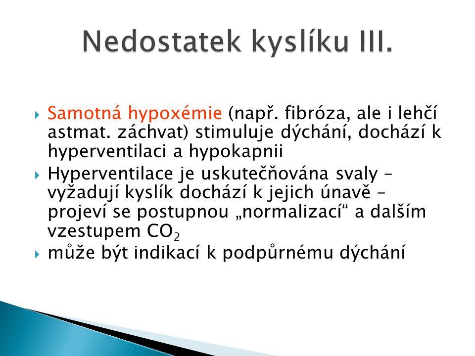  Samotná hypoxémie (např. fibróza, ale i lehčí astmat. záchvat) stimuluje dýchání, dochází k hyperventilaci a hypokapnii  Hyperventilace je uskutečň
