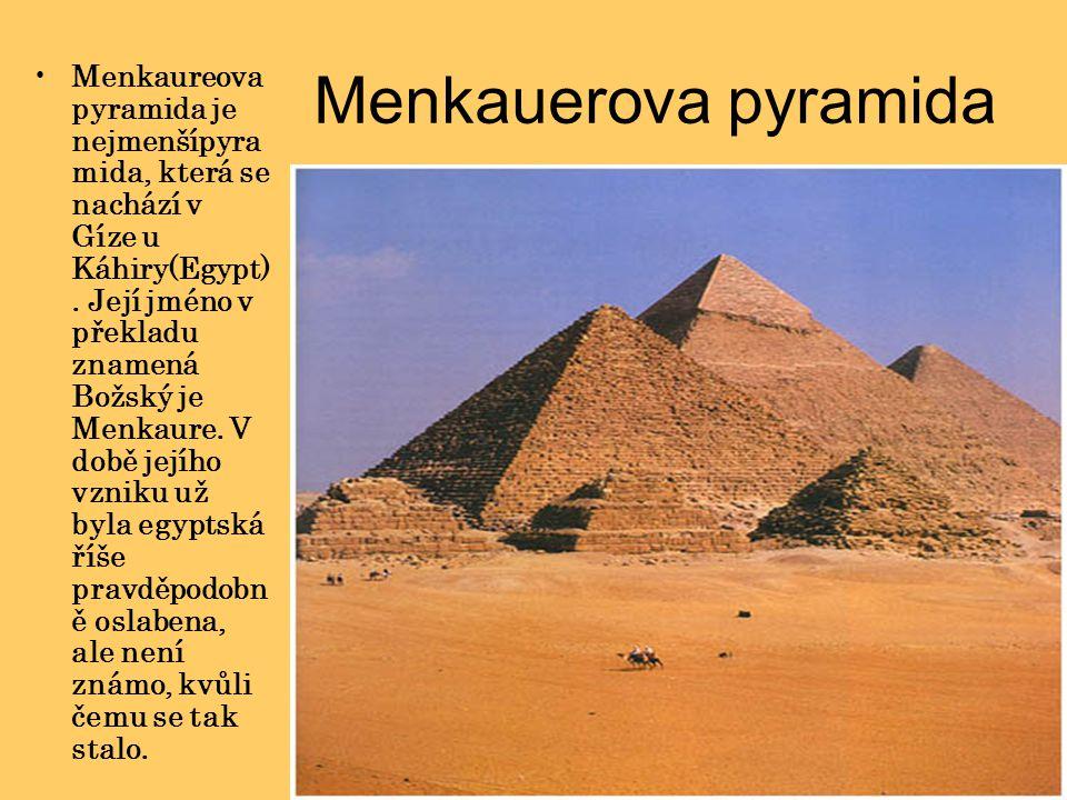 Menkauerova pyramida Menkaureova pyramida je nejmenšípyra mida, která se nachází v Gíze u Káhiry(Egypt). Její jméno v překladu znamená Božský je Menka