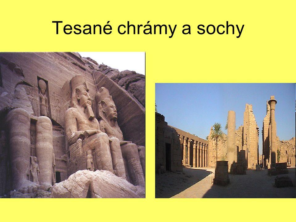 Tesané chrámy a sochy
