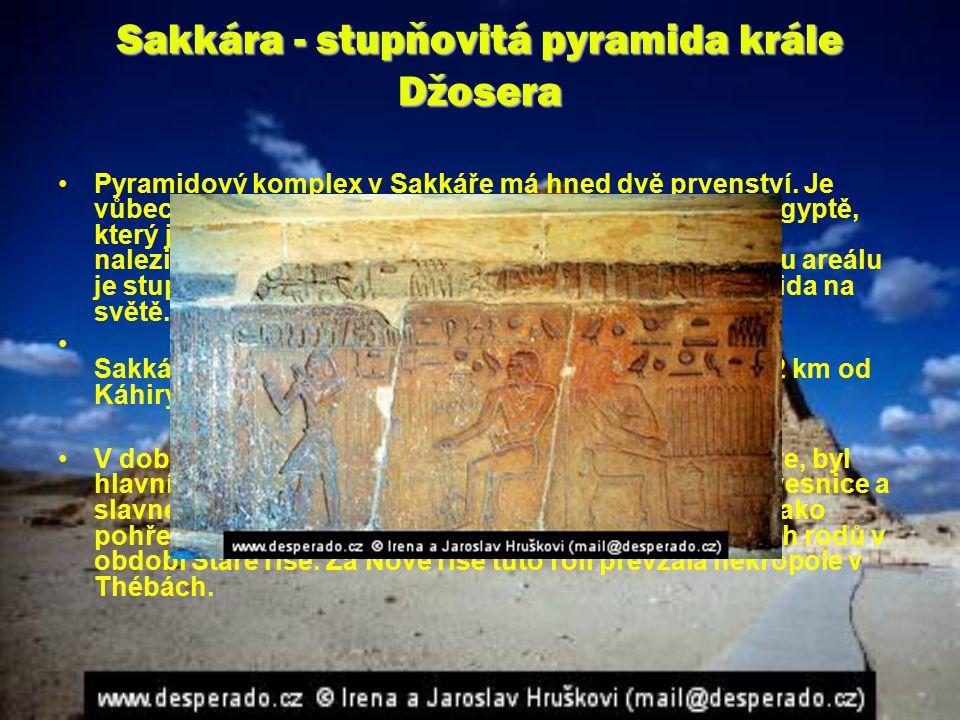 Sakkára - stupňovitá pyramida krále Džosera Pyramidový komplex v Sakkáře má hned dvě prvenství. Je vůbec nejrozsáhlejším archeologickým nalezištěm v E