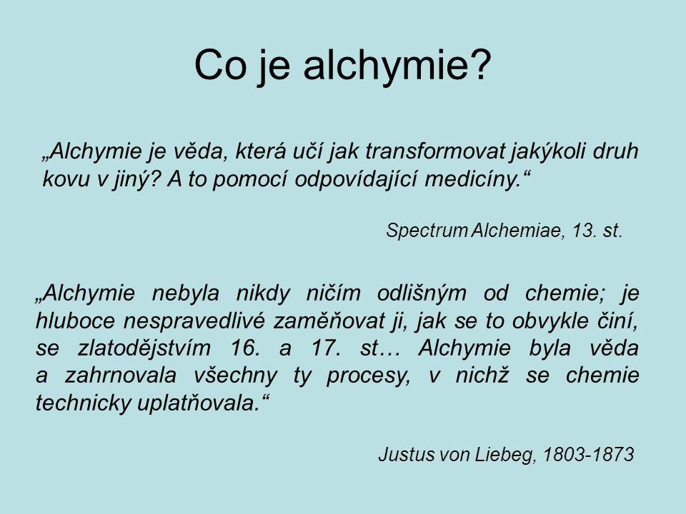 """Co je alchymie? """"Alchymie je věda, která učí jak transformovat jakýkoli druh kovu v jiný? A to pomocí odpovídající medicíny."""" Spectrum Alchemiae, 13."""
