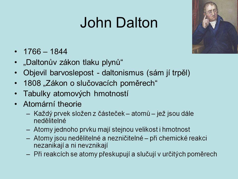 """John Dalton 1766 – 1844 """"Daltonův zákon tlaku plynů"""" Objevil barvoslepost - daltonismus (sám jí trpěl) 1808 """"Zákon o slučovacích poměrech"""" Tabulky ato"""