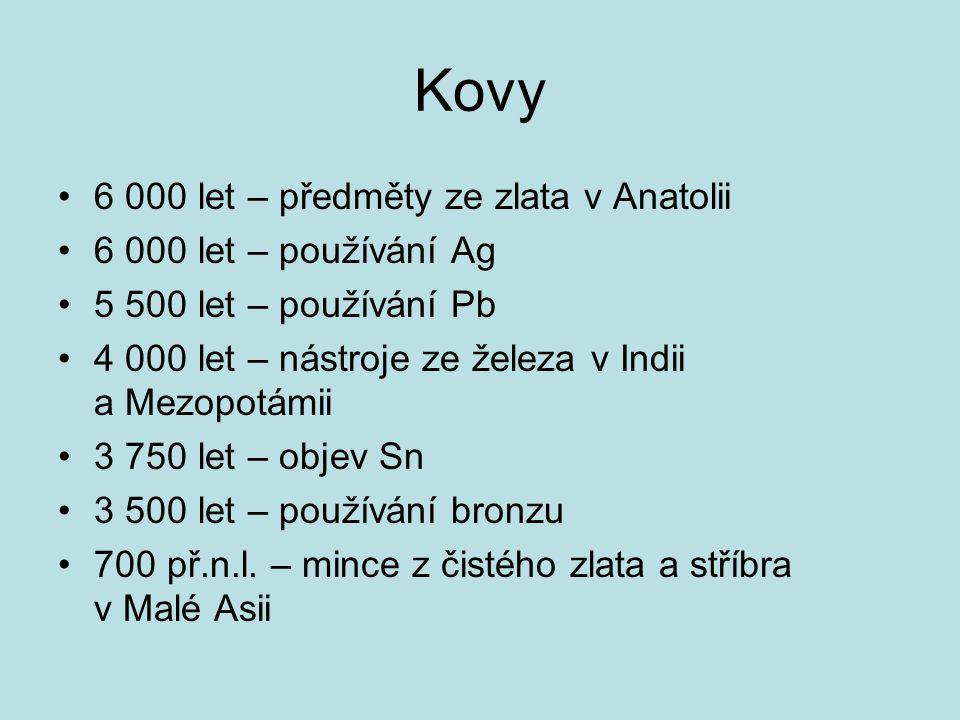 Kovy 6 000 let – předměty ze zlata v Anatolii 6 000 let – používání Ag 5 500 let – používání Pb 4 000 let – nástroje ze železa v Indii a Mezopotámii 3