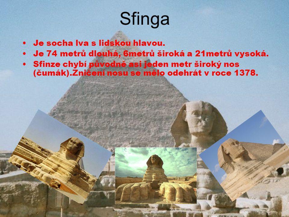 Sfinga Je socha lva s lidskou hlavou. Je 74 metrů dlouhá, 6metrů široká a 21metrů vysoká. Sfinze chybí původně asi jeden metr široký nos (čumák).Zniče