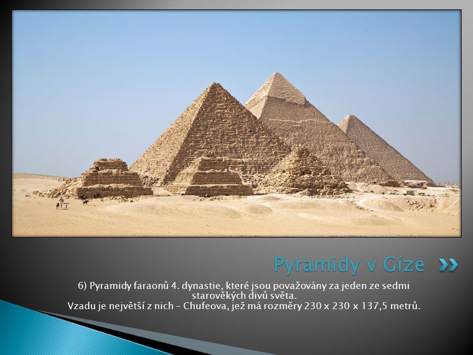 6) Pyramidy faraonů 4. dynastie, které jsou považovány za jeden ze sedmi starověkých divů světa. Vzadu je největší z nich – Chufeova, jež má rozměry 2
