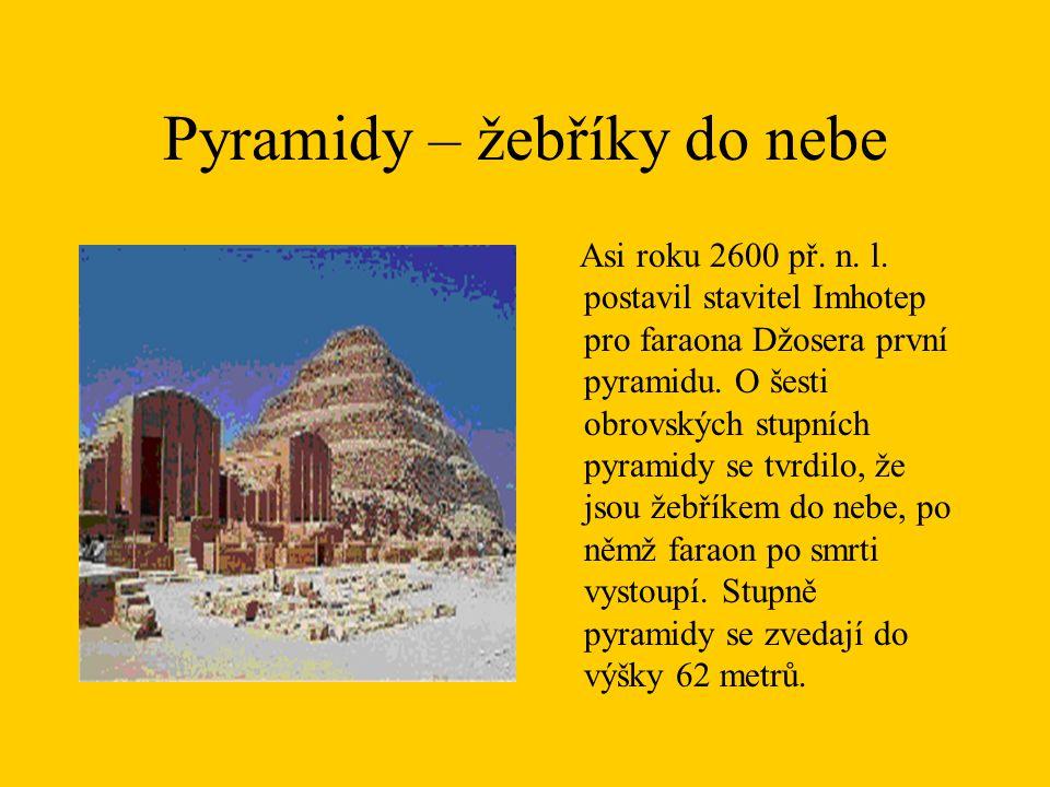 Pyramidy – žebříky do nebe Asi roku 2600 př. n. l. postavil stavitel Imhotep pro faraona Džosera první pyramidu. O šesti obrovských stupních pyramidy