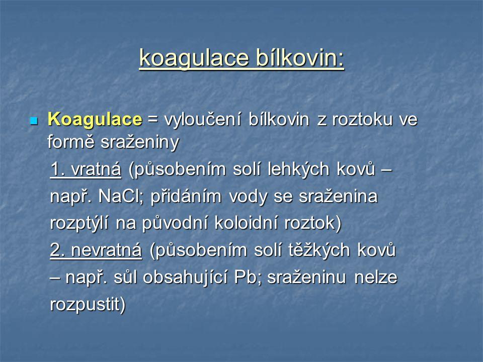 koagulace bílkovin: Koagulace = vyloučení bílkovin z roztoku ve formě sraženiny Koagulace = vyloučení bílkovin z roztoku ve formě sraženiny 1. vratná