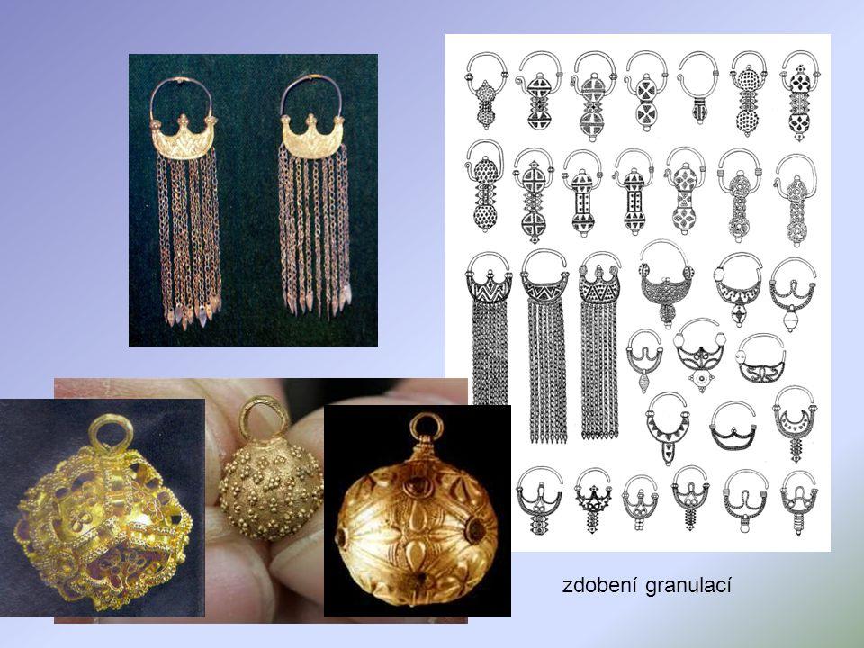 sokolník ze Starého Města u Uherského Hradiště vysoká úroveň šperkařství, zbrojířství, hrnčířství apod.